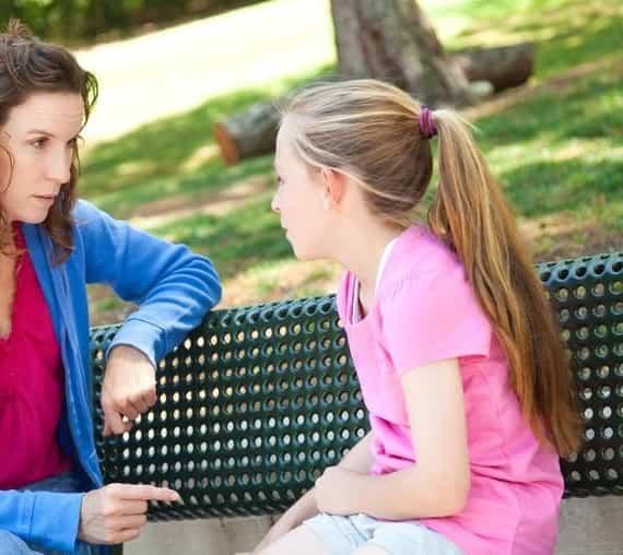 صحبت با کودکان درباره بلوغ زودرس-min
